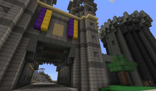 Image where we can see the entrance to a large castle, where you can appreciate the rustic and medieval touch provided by Ovo's Rustic Texture Pack.